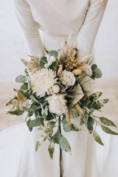Gold Wedding Bouquets, Neutral Wedding Flowers, Winter Wedding Flowers, Bride Bouquets, Bridal Flowers, Flower Bouquet Wedding, Floral Wedding, September Wedding Flowers, Bridesmaid Bouquets