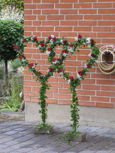 Billedresultat for blomsterdekorationer Wedding Signs, Diy Wedding, Wedding Flowers, Dream Wedding, Flower Frame, Flower Boxes, Flower Decorations, Wedding Decorations, Perfume Display