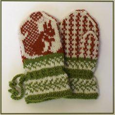 Lille ekorn, strikket i finullgarn fra Rauma. Mittens Pattern, Knit Mittens, Knitting Patterns, Knitting Ideas, Christmas Knitting, Christening, Fingerless Gloves, Ravelry, Knit Crochet