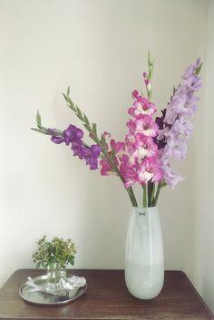 Sommerlicher Strauß in einer großen Vase von Dutz Collection