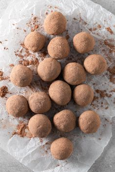 These vegan chocolate orange truffles are ready in 15 minutes or even less and are a super healthy treat or snack. Vegan Snacks, Healthy Treats, Vegan Desserts, Vegan Treats, Vegan Food, Sweet Recipes, Whole Food Recipes, Dog Food Recipes, Fish Recipes