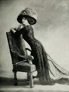"Les Modes (Paris) Afternoon dress by Bernard. This is an ""Afternoon dress. Edwardian Clothing, Edwardian Era, Edwardian Fashion, Victorian Era, Vintage Fashion, 1918 Fashion, Victorian Women, French Fashion, Gothic Fashion"