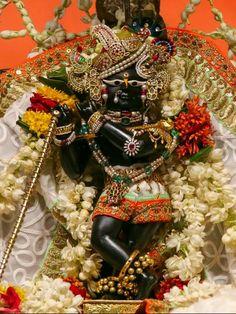 Krishna Hindu, Jai Shree Krishna, Radhe Krishna, Lord Krishna, Spiritual Images, Spiritual Life, World Mythology, Radha Krishna Wallpaper, Krishna Janmashtami