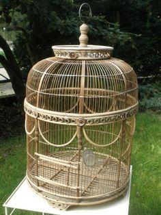 Post image for Vogelkooi van hout en pitriet, rond hangend model