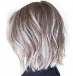 Ash platinum balayage lob / wavy hair short