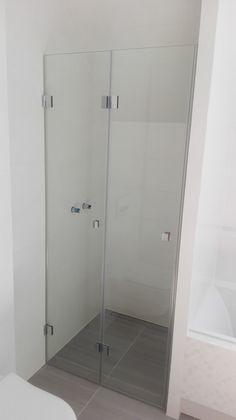 DUBIEL GLASS Kraków – kabiny prysznicowe | realizacje Lockers, Locker Storage, Shower, Cabinet, Bathroom, Glass, Furniture, Home Decor, Rain Shower Heads