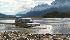2014 #LandRover Discovery wading through a lake