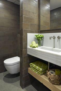 Molins Interiors // arquitectura interior - interiorismo - decoración - baño - bathroom - rústico - picturesque - porcelánico - tiles - invitados - guests