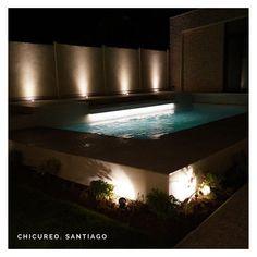"""Piscinas Con Diseño Chile on Instagram: """"Los proyectos también se contemplan de noche 🌙. . .#piscinadehormigon #piscinascondiseñochile #piscinascondiseño #santiago #chile…"""" Verona, Santiago Chile, Ideas Para, Instagram Posts, Swimming Pools, Backyards, Night, Gardens, Projects"""
