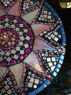 Mosaico ⊰❁⊱ Mandala Sol ⊰❁⊱ by Moonjewelsandmosaics on Etsy, Mosaic Crafts, Mosaic Projects, Mosaic Art, Mosaic Glass, Mosaic Tiles, Stained Glass, Glass Art, Hm Deco, Free Mosaic Patterns