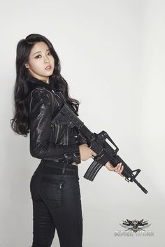 Don't mess with Seolhyun from AoA. Chuck Norris, Kim Seolhyun, Pinup, Military Women, Military Army, Cute Asian Girls, Ulzzang Girl, Asian Woman, Korean Girl