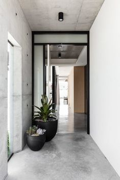 Norththumberland Street Mark Shapiro Architects - Robust Coastal Design - The Local Project Home Interior Design, Interior Architecture, Interior And Exterior, Modern Exterior, Exterior Design, Beton Design, Patio Design, Design Design, Concrete Interiors