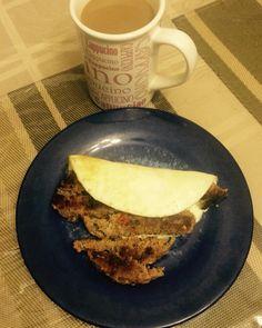 Claras de huevo, hamburger de pavo y cafecito