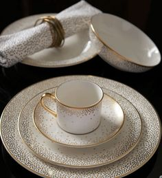 Wearstler's New Dinnerware Collection Kelly Wearstler for Pickard fine china, Trousdale pattern.Kelly Wearstler for Pickard fine china, Trousdale pattern. Art Deco Movement, China Sets, Kelly Wearstler, Dish Sets, Dinner Sets, Dinner Parties, Fine Dining, Tea Set, Tabletop