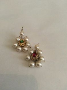 Old kundan pieces diamonds ruby and emerald with pearls for this earrings back enameled. Gold Jhumka Earrings, Jewelry Design Earrings, Gold Earrings Designs, Gold Jewellery Design, Small Earrings, Indian Wedding Jewelry, Indian Jewelry, Bridal Jewelry, Ethnic Jewelry