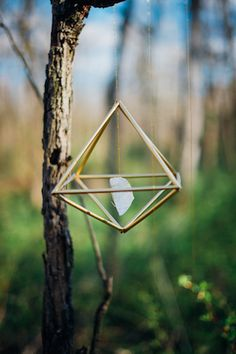 Bohemian gemstone themed wedding inspiration shoot in Maryland with antlers, antiques, and DIY elements from Paula Bartosiewicz Photography. Diy Crystal Crafts, Diy Crystals, Crystals Minerals, Home Decor Sites, Mobile Art, Witch House, Diy Party Decorations, Bohemian Decor, Christmas Diy