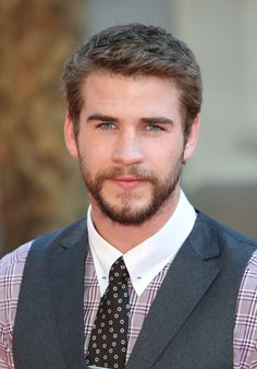 Best Male Celebrity Hairstyles 2017 Pictures with each hairstyle making ideas so get how to apply hair color and its highlights for gorgeous look 2015 Hairstyles, Celebrity Hairstyles, Straight Hairstyles, Cool Hairstyles, Brown Hairstyles, Brown Straight Hair, Short Brown Hair, Very Short Hair, Mens Hairstyles With Beard
