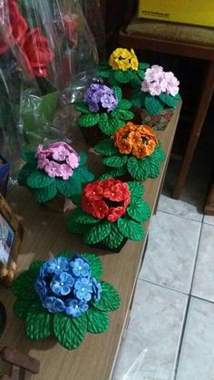 Twine Flowers, Felt Flowers, Paper Flowers, Flower Vases, Flower Arrangements, Diy And Crafts, Crafts For Kids, Merry Christmas Quotes, Flower Mobile