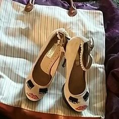 I just discovered this while shopping on Poshmark: 💎TopShop Sophie Nude💎. Check it out! Price: $35 Size: 7.5