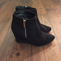 Jasmyna Boots Black. Excellent condition! Size 6.5 Zips on the side. ❌TRADE ✅ OFFER Jasmyna Shoes