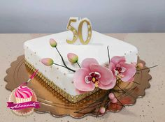Bolo Orquídeas 50 anos de casados. 50 marriage anniversary orchid cake Strawberries, Cake, Desserts, Food, 50s Wedding, Personalized Cakes, Sweets, Tailgate Desserts, Strawberry Fruit