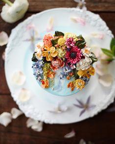"245 Likes, 6 Comments - 써드아이엠(3rd I am) (@3rdiam_buttercream) on Instagram: ""금요일 오후, 위클리케이크 -weekly cake . . . #써드아이엠 #위클리케이크 #플라워케이크 #플라워케익 #flowercake #buttercream"""