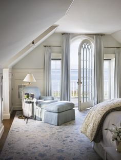What a beautiful house on Martha's Vineyard! Lots of great ideas. Tons of beauty. This bedroom is fantastic!