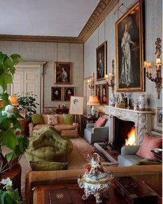 English Interior, English Decor, Classic Interior, Interior Exterior, Home Interior Design, Interior Decorating, Interior Paint, Luxury Interior, Interior Architecture