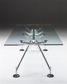 Table Nomos, Norman Foster, Sir (né en 1935) pour Tecno - Réunion des Musées Nationaux-Grand Palais -