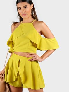 ¡Cómpralo ya!. Overlap Frill Cold Shoulder Top And Pleated Shorts Co-Ord. Shorts Yellow Polyester Plain Strap Cold Shoulder Short Sleeve Ruffle Pleated Zip Sexy Vacation Elegant Fabric has no stretch Summer YES Two-piece Outfits. , tophombrosdescubiertos, sinhombros, offshoulders, offtheshoulder, coldshoulder, off-the-shouldertop, schulterfreiestop, tophombrosdescubiertos, topdosnu, topspallescoperte, hombrosdescubiertos. Top hombros descubiertos de mujer de SheIn.