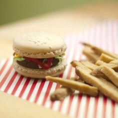 macaron burger and shortbread chips