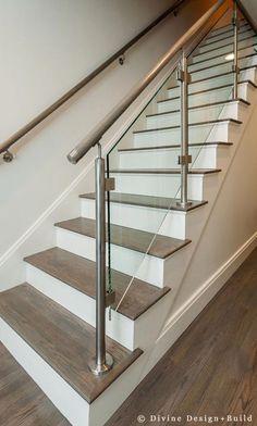 43 Affordable Glass Staircase Design Ideas - My Design Fulltimetraveler Steel Railing Design, Steel Stair Railing, Staircase Railing Design, Balcony Railing Design, Staircase Ideas, Open Staircase, Staircase Remodel, Railing Ideas, Spiral Staircases