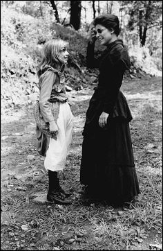 """Patty Duke & Anne Bancroft in """"The Miracle Worker"""" Hooray For Hollywood, Golden Age Of Hollywood, Old Hollywood, Old Movies, Vintage Movies, Vintage Stuff, Sally Field Gidget, Patty Duke Show, Prayer For Our Children"""