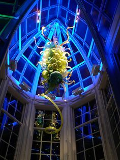 "Dale Chihuly ""glass chandelier"" installation at the Franklin Park Conservatory"