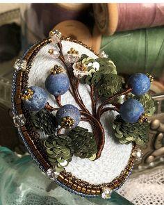 Автор @juliavysokova   〰〰〰〰〰〰〰〰〰〰〰〰〰〰 По всем вопросам обращайтесь к авторам изделий!!!  #ручнаяработа #брошьизбисера #брошьручнойработы #вышивкабисером #мастер #бисер #handmade_prostor #handmadejewelry #brooch #beads #crystal #embroidery #swarovskicrystals #swarovski #купитьброшь #украшенияручнойработы #handmade #handemroidery #брошь #кольеручнойработы #кольеизбисера #браслеты #браслетручнойработы #сутажныеукрашения #сутаж #шибори #полимернаяглина #украшенияизполимернойглины