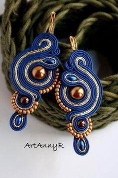 Kolczyki Grani sutasz (soutache) Blue Earrings, Beaded Earrings, Earrings Handmade, Handmade Jewelry, Boho Jewelry, Jewelry Crafts, Beaded Jewelry, Soutache Tutorial, Maxi Collar