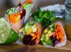 Závitky jsou rozšířené snad ve všech asijských kuchyních a tento fenomén se s velkou slávou přenesl i do našich kuchyní. Fresh Rolls, Sushi, Mango, Ethnic Recipes, Vietnam, Food, Manga, Essen, Meals