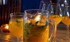 Sangria da Costa Azul Cocktail Shots, Alcoholic Cocktails, Portuguese Recipes, Yams, Cookbook Recipes, Summer Drinks, White Wine, Tableware, Kitchen