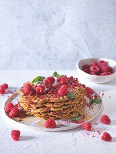 Mrkvový dort nikdy neomrzí, proměňte ho v nejlepší snídani pod sluncem. Ricotta, Pancakes, Strawberry, Fruit, Breakfast, Recipes, Food, Fitness, Morning Coffee