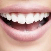 L'Astuce Surprenante Pour Détartrer Ses Dents Facilement à la Maison.