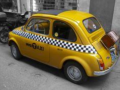 Fiat 500 in einer Seitenstraße in Rom gesehen von Linsensprung Fiat Cinquecento, Fiat Abarth, Fiat Cars, Fiat 600, Engine Start, Cute Cars, Small Cars, Taxi, Automobile