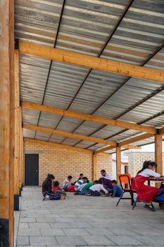 School for El Coporito / Antonio Peña + Juan Garay + Alexis Ávila