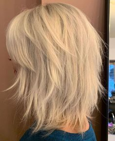 Hairstyles Videos Mid-Length Shag With Wispy Layers.Hairstyles Videos Mid-Length Shag With Wispy Layers Short Hair Lengths, Short Hair With Bangs, Short Hair With Layers, Hairstyles With Bangs, Cool Hairstyles, Hair Bangs, Medium Lengths, Braided Hairstyles, Wedding Hairstyles