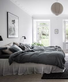 25 Cozy Bedroom Decor Ideas that Add Style & Flair to Your Home - The Trending House Cozy Bedroom, White Bedroom, Bedroom Wall, Bedroom Decor, Couple Room, Bedroom Photos, Minimalist Room, Blue Rooms, Design Blog