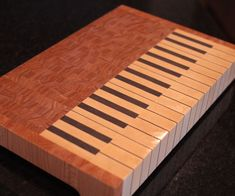 Piano End Grain Cutting Board: The idea for this build came after wanting to make something special for my wife. Being a Piano player I though this would be the perfect gift. End Grain Cutting Board, Diy Cutting Board, Wood Cutting Boards, Butcher Block Cutting Board, Chopping Boards, Butcher Blocks, Beginner Woodworking Projects, Woodworking Videos, Diy Woodworking