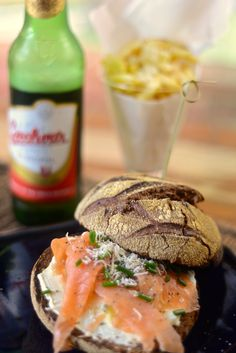smoked Salmon with cream cheese  #sandwich #salmon #salmão #smoked_salmon #salmão_defumado#