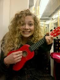 Carrie Hope Fletcher and her famous krave ukulele Perfect People, Pretty People, Carrie Hope Fletcher, Dodie Clark, Old Hollywood Glam, Curly Girl Method, Dan And Phil, Les Miserables, Role Models