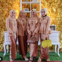 Inpirasi Kebaya Batik Modern atasan Kutubaru rok Batik motif Prada