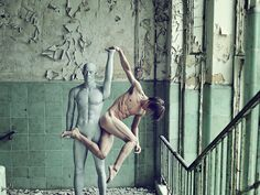 what an incredible artist! Bertil Nilsson has a wonderful eye for angles. His Dancers collection is beautiful.