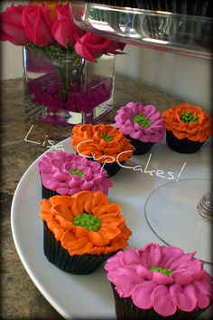 Pink & Orange Flower Cupcakes--I am gonna have to try & decorate my daughters cupcakes this way!! Really like these